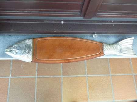 Photo ads/1075000/1075987/a1075987.jpg :  planche en bois de hêtre pour découper et présent