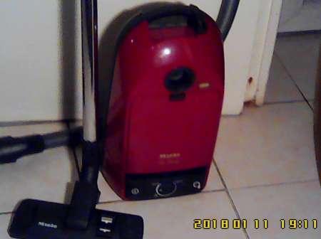 Photo ads/1255000/1255641/a1255641.jpg : Aspirateur-traîneau Miele S251i, excellent état.
