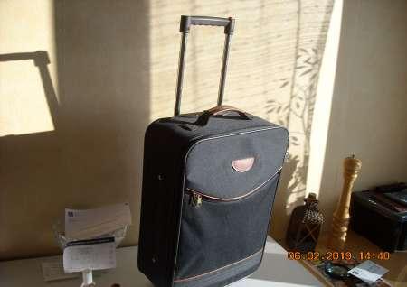 Photo ads/1476000/1476809/a1476809.jpg : valise sur roulettes